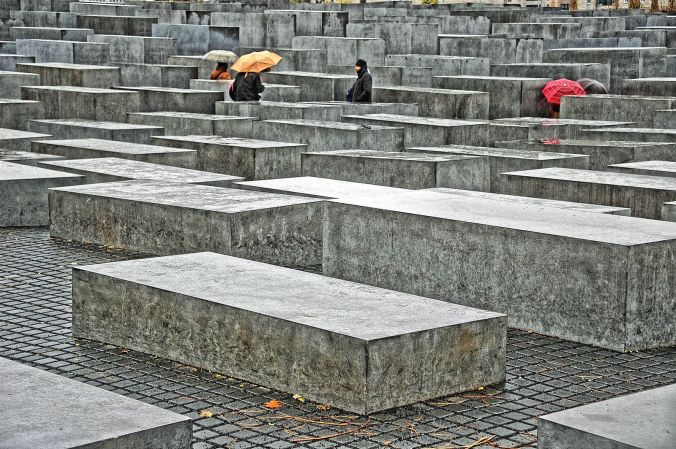 Holocaust-Denkmal_in_Berlin_(tone-mapping)